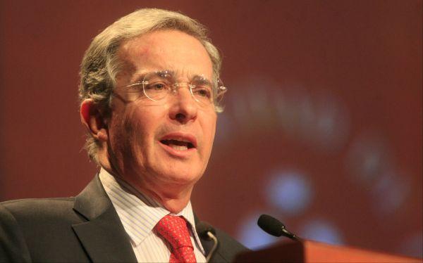 "Uribe afirma que ""diálogo con FARC servirá a la reelección de Chávez"""