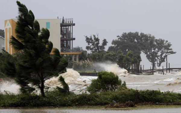 Alerta máxima en EE.UU.: Isaac ya es un huracán de categoría 1