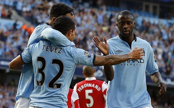 Manchester City venció 3-1 a Queens Park Rangers con gol de Tevez