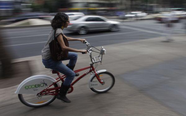 México: cada vez más optan por la bicicleta para sortear el tráfico y cuidar el medio ambiente