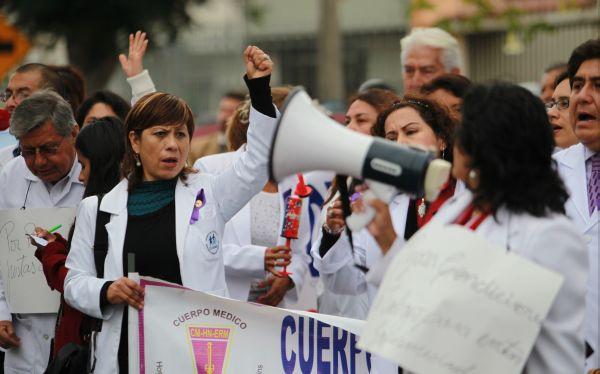 Chiclayo: médicos legistas y de Essalud realizaron marchas y plantones