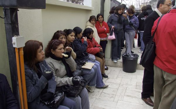 Peruanos en el exterior: Parlamento Andino saludó partida de S/.134 millones para protegerlos