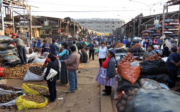 Lima recurrirá a un desalojo judicial de La Parada si es necesario