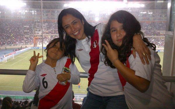 Nadine Heredia festejó el triunfo peruano en el Estadio Nacional