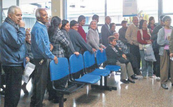 Pacientes de Essalud sufren los estragos de la huelga médica