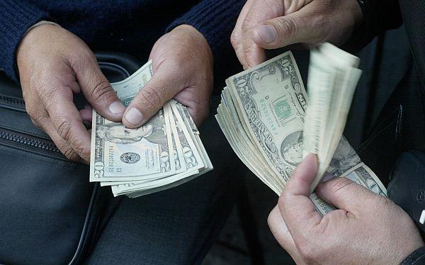 Dólar retrocedió a S/.2,817 por posible recorte de la FED