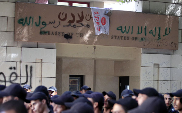 Manifestantes ingresaron a la embajada de EE.UU. en El Cairo y arrancaron la bandera