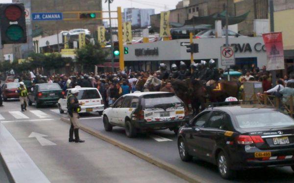 Marcha del Sutep genera congestión vehicular en el centro de Lima