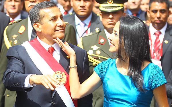 """Ollanta Humala atribuye críticas a Nadine Heredia a """"pensamiento machista"""""""
