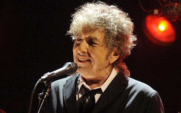 """Bob Dylan responde a acusaciones de plagio: """"Es parte de la tradición del folk"""""""