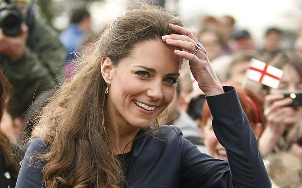 Familia real demandó a revista que publicó fotos de la princesa Catalina en 'topless'