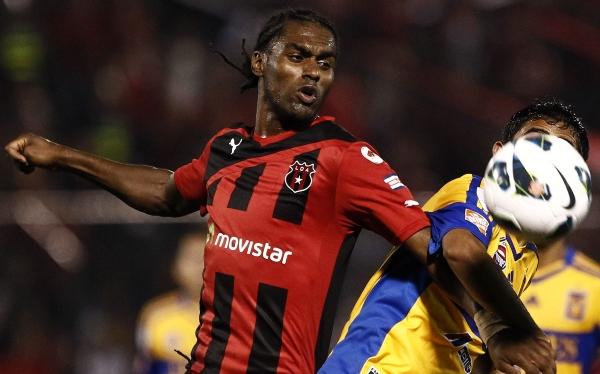 Los 20 extranjeros que juegan en fútbol de Costa Rica lo hacen ilegalmente