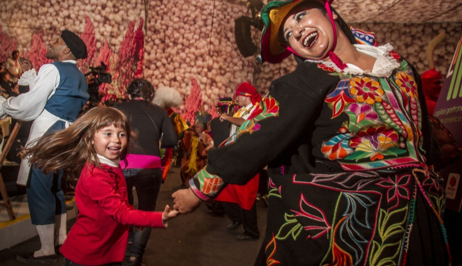 FOTOS: los pasacalles llenaron de color y tradición a Mistura 2012