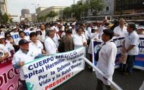 Congreso autorizó al Ministerio de Salud a nombrar 1.566 médicos cirujanos - Noticias de johnny cardenas cerron