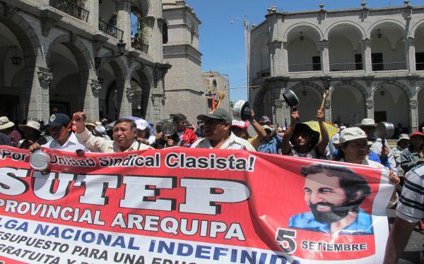 Docentes del Sutep continúan movilizaciones en el interior del país
