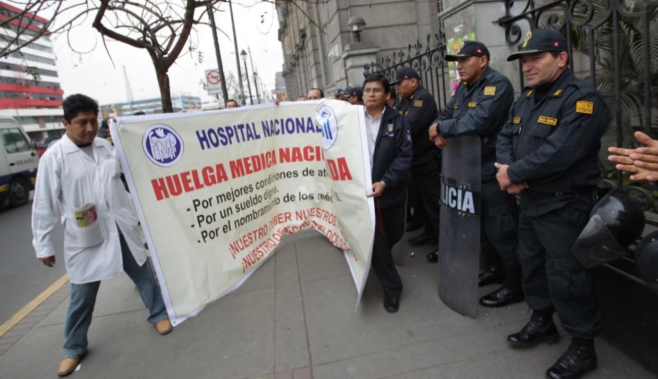 FOTOS: la huelga nacional indefinida de médicos del Minsa