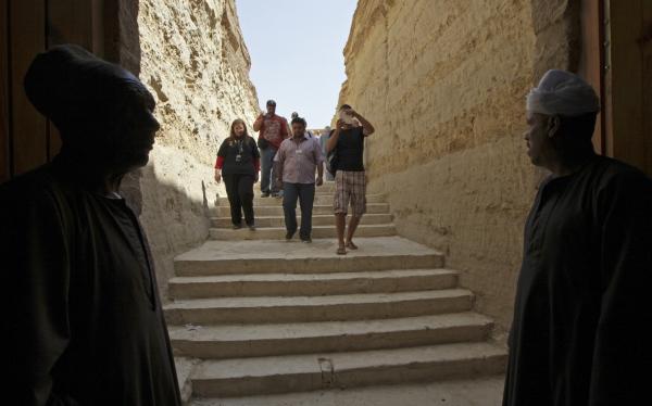 Famosa necrópolis subterránea egipcia abre sus puertas a los turistas