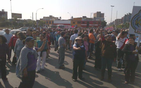Marcha del Sutep restringe el tránsito vehicular en Av. Salaverry