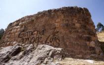 """Muro inca del Cusco fue dañado con esta pinta: """"Gimena, te amo. De Luis"""" - Noticias de alfredo mormontoy atayupanqui"""