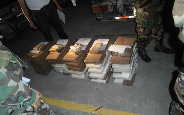 Ucayali: policías incautaron de 293 kilos de cocaína ocultos en camión
