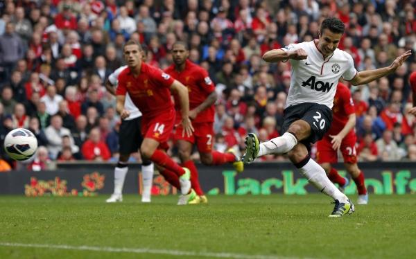 Manchester United venció 2-1 a Liverpool con un penal polémico