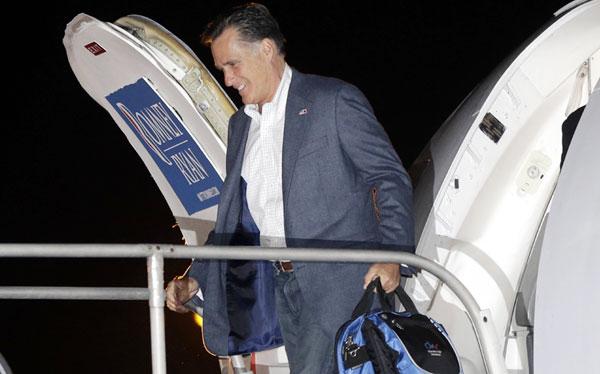 """Mitt Romney considera un """"problema"""" que ventanillas de aviones no se abran en vuelo"""
