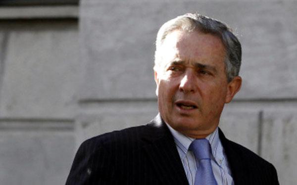"""Álvaro Uribe asegura que el Perú es un """"ejemplo"""" por no negociar con terroristas"""