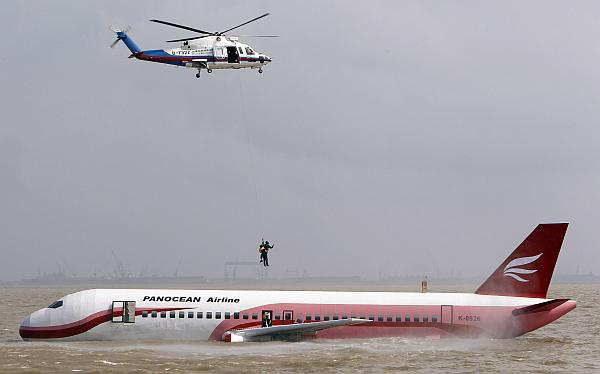 En China sorprenden con realismo de simulacro de accidente de avión