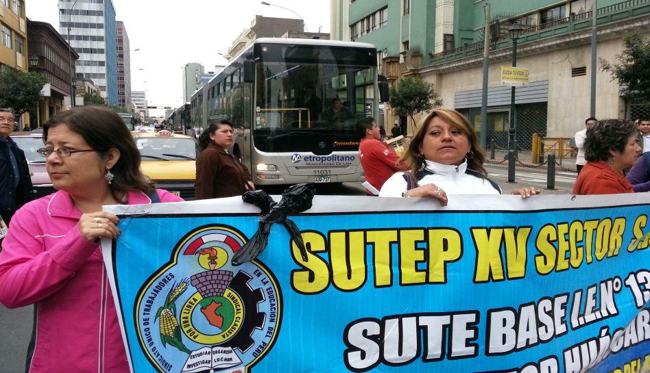 FOTOS: docentes del Sutep y médicos del Minsa marchan por calles de Lima