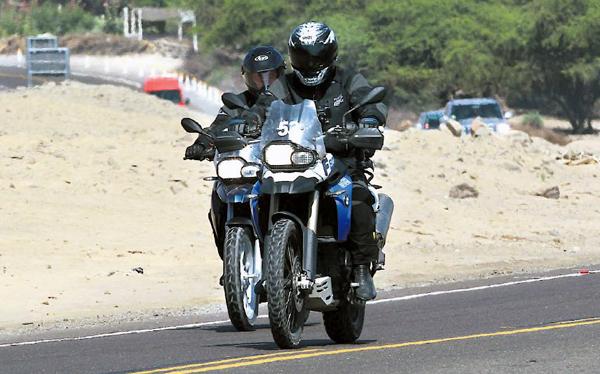 El rey de Jordania hace turismo en moto en el Perú