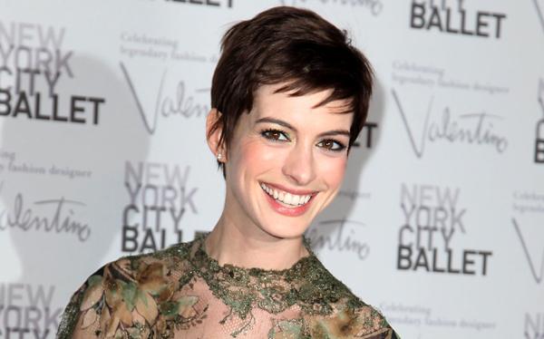 Anne Hathaway se casó con el diseñador de joyas Adam Shulman