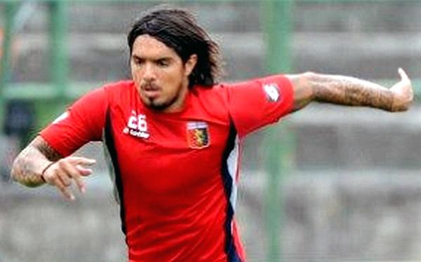 Vargas ingresó en el empate 1-1 de Génova con Palermo