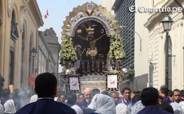Señor de los Milagros retorna de la Catedral de Lima a Iglesia de las Nazarenas