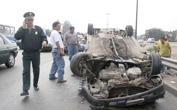 La Policía admite que los 1.800 agentes de tránsito en Lima no son suficientes