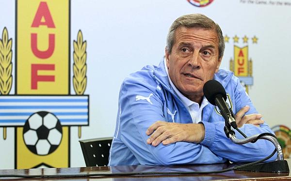 Óscar Tabárez admitió que Uruguay no jugará en La Paz como lo hizo Perú
