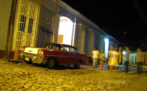 Cuba flexibiliza su ley migratoria: cubanos podrán salir de la isla sin permiso