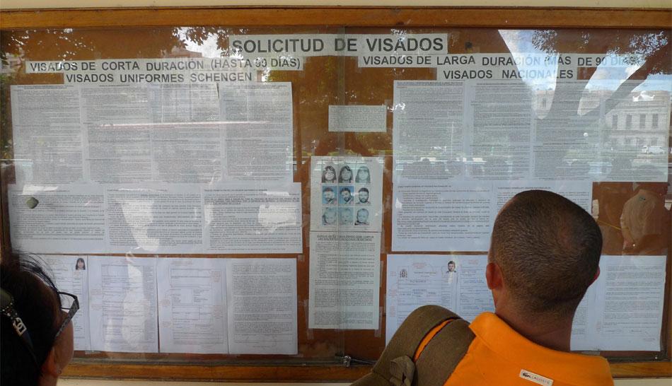 FOTOS: cubanos entusiasmados pero cautelosos por la reforma migratoria anunciada hoy