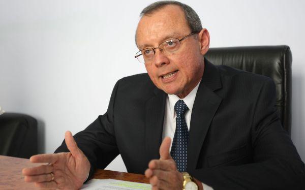 Ministerio de Salud descontará sueldo a 3 mil médicos en huelga
