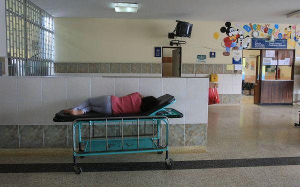 Contraloría detecta graves deficiencias sanitarias y falta de equipos en hospitales de Lima