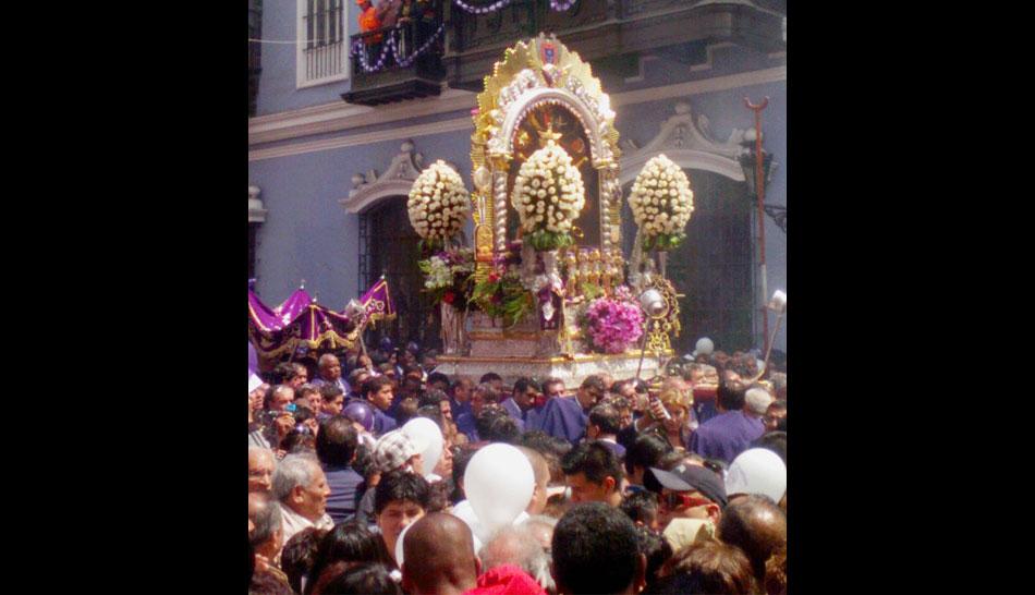 FOTOS: así viven los lectores de elcomercio.pe la procesión del Señor de los Milagros
