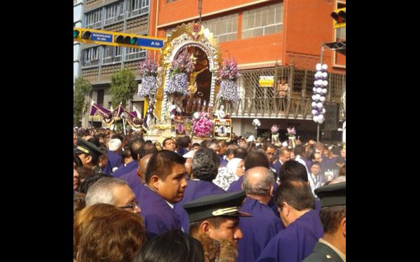 El Señor de los Milagros salió hoy: envíanos tu foto de la procesión
