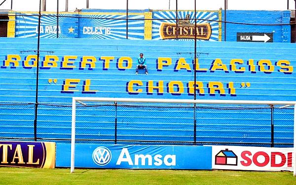 """En honor al 'Chorri': tribuna del estadio de Cristal se llamará """"Roberto Palacios"""""""