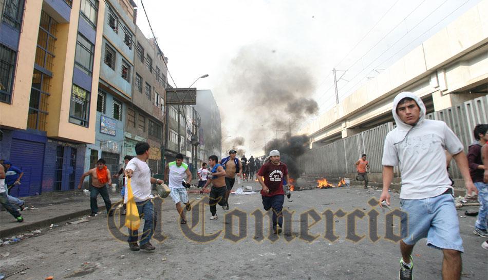 FOTOS: así fue la brutal agresión a policía montado en La Parada