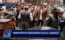 Caos vehicular y enfrentamientos generó marcha de transportistas al Congreso - Noticias de asetum