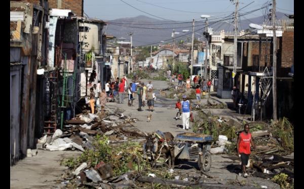 Huracán Sandy dejó 57 muertos en el Caribe y ahora se dirige a EE.UU.