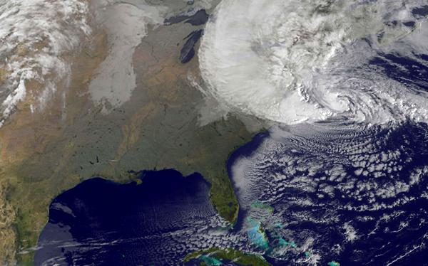 Huracán Sandy avanza rápidamente hacia la costa nordeste de Estados Unidos
