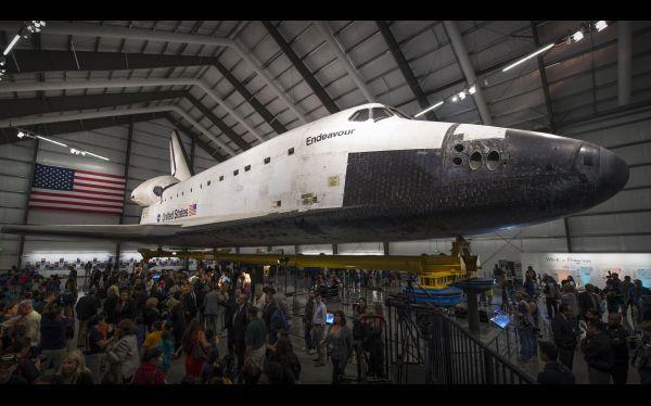 Del espacio al museo: inauguran exhibición del Endeavour en EE.UU.