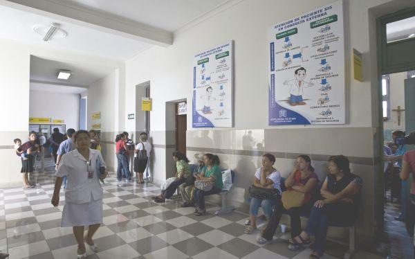 Hospitales públicos entrarán en alerta verde esta noche por feriado largo