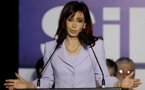 Cristina Fernández promulga la ley del voto voluntario desde los 16 años