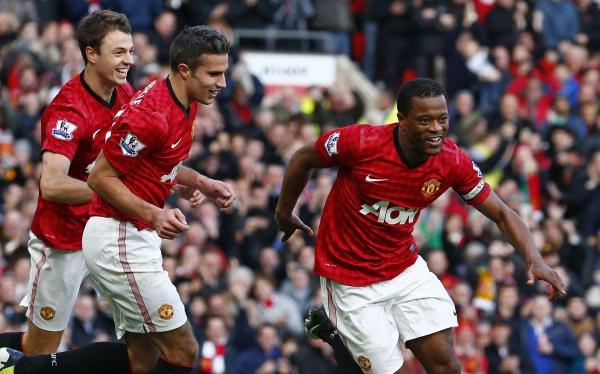 Manchester United venció 2-1 al Arsenal y mete presión al City y Chelsea
